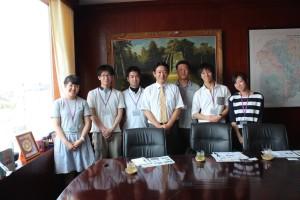 ②JICAカンボジア所長との集合写真
