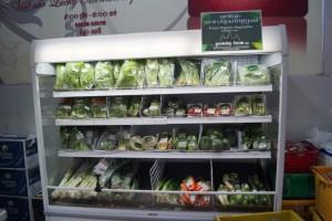 ②店頭に並ぶ有機野菜