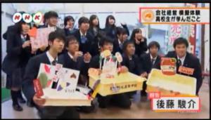 販売会を行った、明成高校の生徒18名。